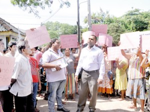 Supporters of the Peliyagoda UC chairman hit out at the UNP for its role in what they call the conspiracy to defeat the council's budget.