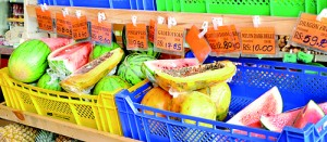 Halved fruits available in a super market