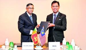 Seen here is CMA Sri Lanka President Prof. Lakshman R Watawala and MIA President John Idris.