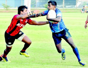 Battle for contention between an Air Force and a CR player at Ratmalana - Pic by Susantha Liyanawatte