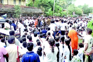 Maha Sangha and residents block the road copy