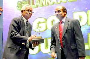 Former athlete Wijedasa was among the honoured - Pix by Susantha Liyanawatte