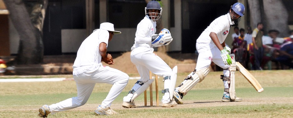 Spin trio guide Royal to victory