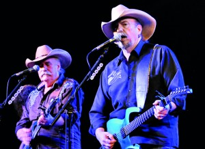 Bellamy Brothers: Great show if not for glitches in sound.  Pic by Susantha Liyanawatte