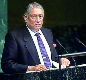 Representing Sri Lanka and its head of state, Lakshman Kadirgamar addresses the UN