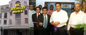 Picture shows Seychelles President Danny Faure cutting the ribbon and opening the Bank of Ceylon Seychelles branch. High Commissioner Esala Weereakoon, BOC General Manager D.M. Gunasekara, Senior Deputy General Manager (International, Treasury and Investments) P.A. Lionel and Assistant General Manager (Overseas Branches)/ Country Head of Seychelles Ranjith Haputhanthri are also in the picture.