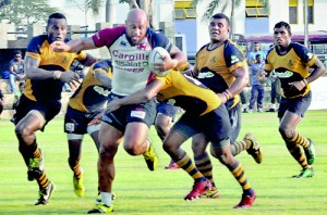 The powerful Sailasi Vaitenagetau takes Kandy past a bunch of Army defenders - Pic by Ranjith Perera