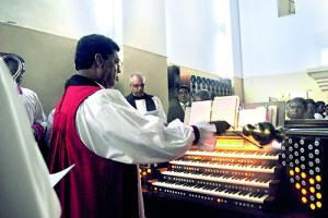 Bishop of Colombo Rt. Rev. Dhiloraj Canagasabey at the organ dedication service last month at the STC Chapel. Also in the picture is STC Sub Warden Rev. Marc Bilimoria