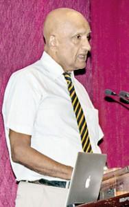 Prof. Varagunam delivering the  'History of  Medicine' Lecture