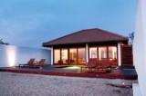 A seaside getaway : Jetwing Thalahena Villas