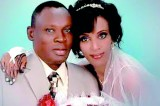 Husband visits Sudanese wife condemned to hang for apostasy
