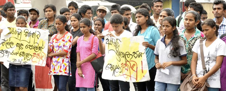 Jobless Kelaniya protests against restive Sabaragamuwa's closure