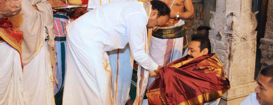 UPFA showpieces Tissa; Maithri offers Rs. 10,000 pay hike and petrol at Rs. 50
