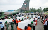 Searchers find 'big parts' of crashed AirAsia plane