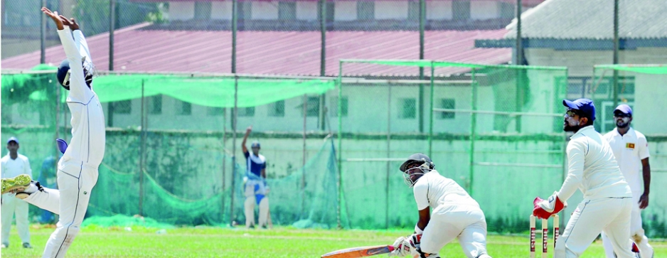 Dhananjaya, Mahela help SLPA CC make bold reply