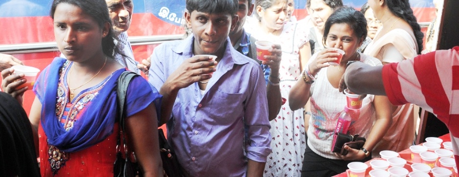 Laojee tea and a free bus ride for Avurudu commuters