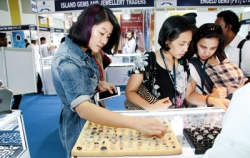 Facets 25th anniversary show glitters with dazzling pieces