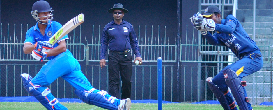 Bad light halts Lankan charge