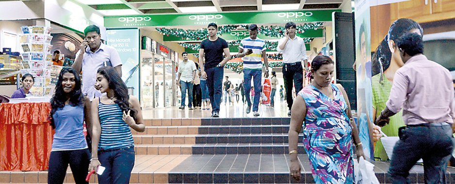 Shoppers flood Colombo in the bargain season after New Year