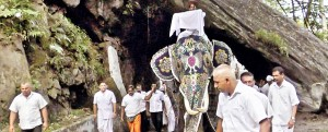 The 'Kapa' being brought from Aluthnuwara
