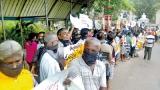 Anti-garbage protests continue at Karadiyana