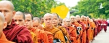 500 monks on Pindapatha