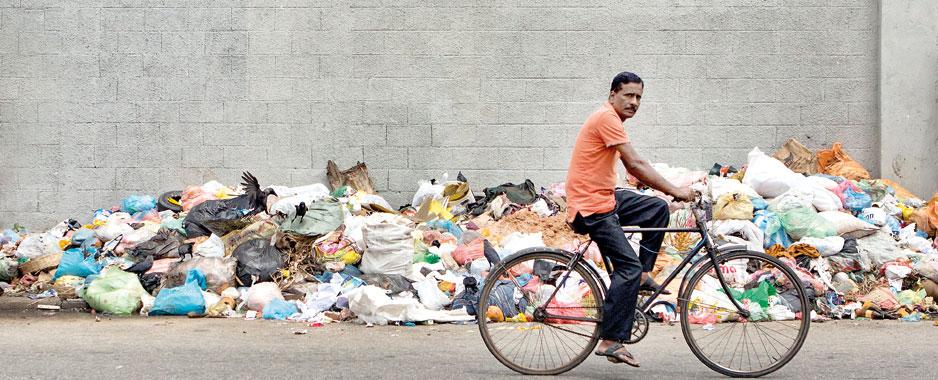 Colombo city residents thrash municipal  services breakdown