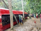 Fuel bowser spills its load into Kalu Ganga