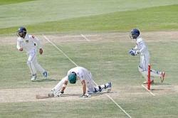 Azhar defies Sri Lanka in Abu Dhabi Test