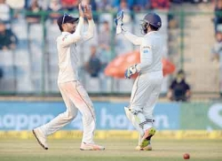 Strong India pile on  Sri Lanka's agony