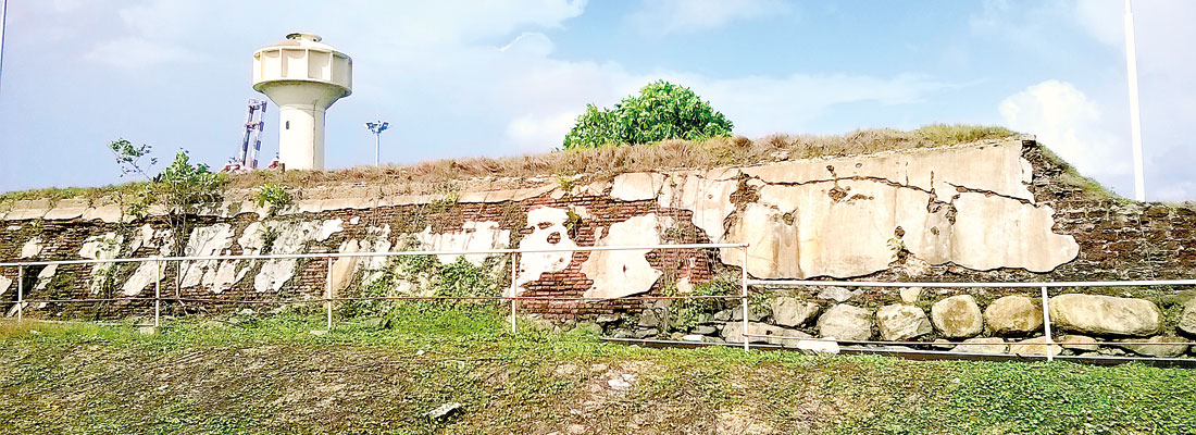 Here a wall, there a warehouse: Remains of Colombo Fort
