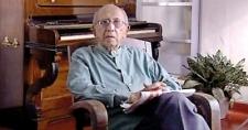 Pioneering Sri Lankan director Lester James Peries dies