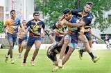 Hot contenders make steady progress