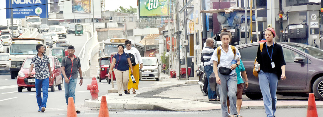 Colombo's cluttered pavements