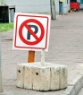 Dodgy no-parking signs drive motorists round the bend