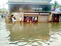 Floods no bar to liquor shops