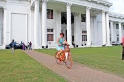 Dutch envoy plays Babi Aachchi role