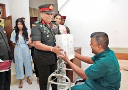 Lest we forget: Army Chief visits wounded soldiers