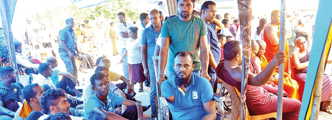 Protest by disabled soldiers: Hopes of settlement next week