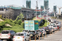 Traffic congestion as Colombo opens up