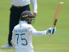 Dhananjaya and Chandimal lift  Sri Lanka to 340-6