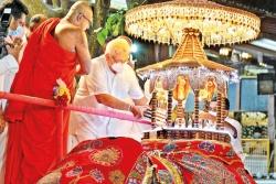 President places relic casket for low-key Navam Perahera