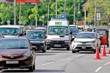 1990 Emergency Suwaseriya  says motorists deaf to their wailing silrens